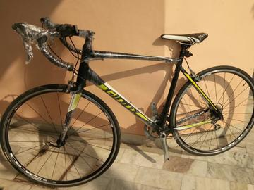 For Sale: Giant Road Bike 2018 54cm With Tiagra Groupset