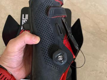For Sale: FIZIK R4 CARBON ROAD BIKE SHOES - WITH BOA