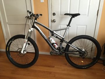For Sale: Specialized Stumpjumper 26 Rock Shox Enduro MTB.