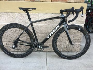 For Sale: Trek Madone 5.2 Carbon Fiber Road Bike 52cm 2015 model