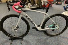 For Sale: Trek Domane SL 7 Disc 52cm 11 speed Bike