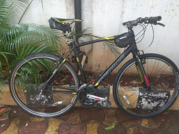 For Sale: Light, Fast, Verisatile Hybrid Bike
