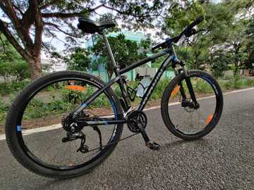 For Sale: PRICE DROP. Btwin Rockrider 520 with accesories